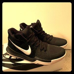 Nike zoom Kyrie Basketball shoe